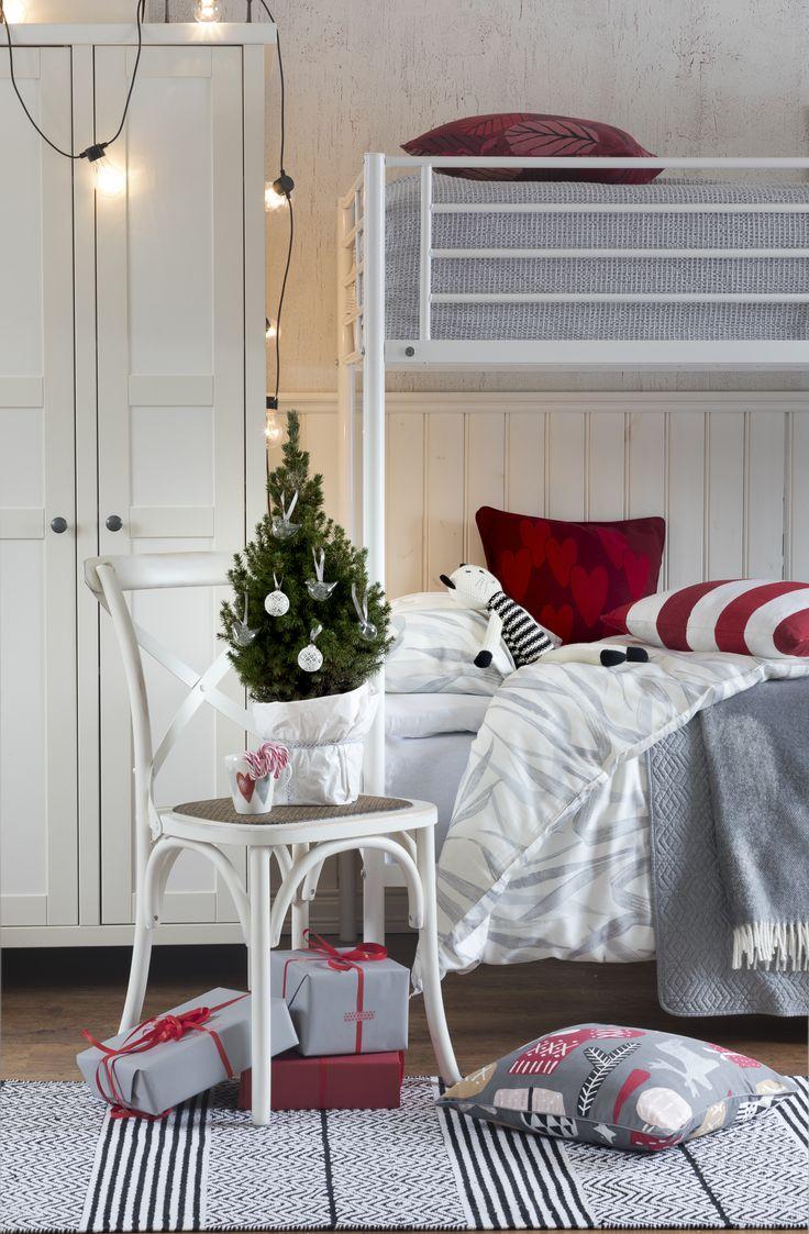Raita Cushion Cover | Pentik Christmas 2017 | Red striped cushion cover