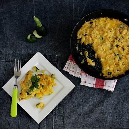 Egy finom Cukkinis-tésztás frittata ebédre vagy vacsorára? Cukkinis-tésztás frittata Receptek a Mindmegette.hu Recept gyűjteményében!