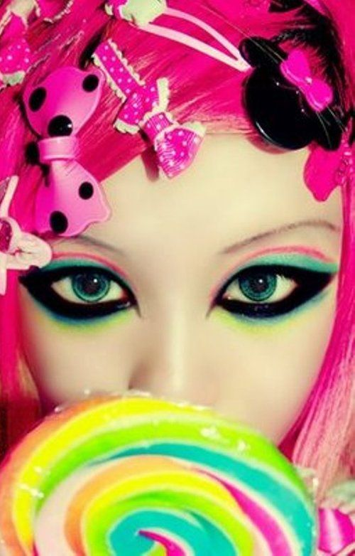 Super cute! I wouldn't wear the black so thick though. #harajuku #makeup #bubblegoth