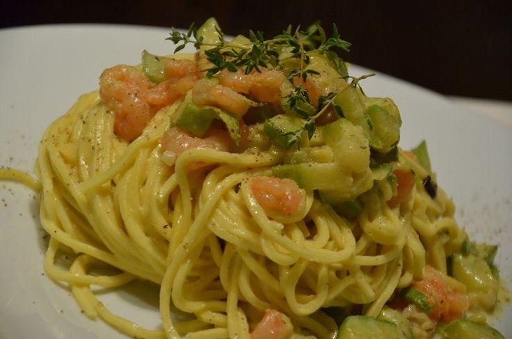 Spaghetti alla Chitarra con Carbonara di Gamberi, Zucchine, Timo e Cherry