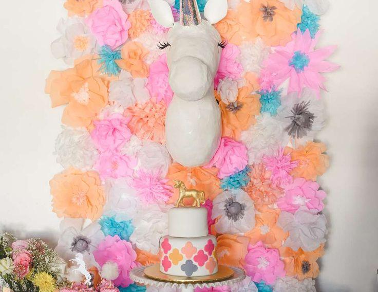 Unicorn Baby Shower - Unicorn and paper flowers