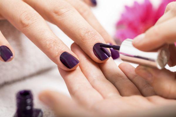 Nagels lakken voor dummies - Girlscene Die paarse nagellak is mooi <3