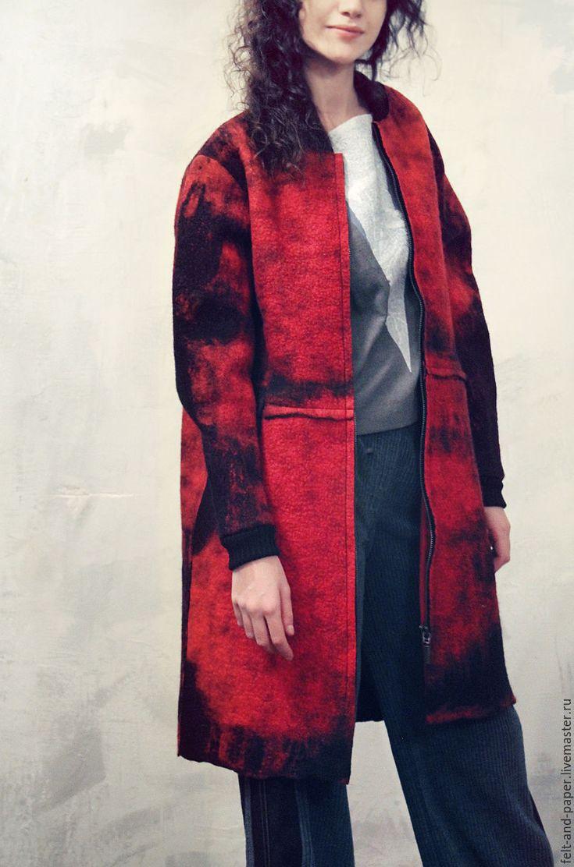Купить Красное пальто-бомбер из авторского войлока - ярко-красный, абстрактный, красное пальто