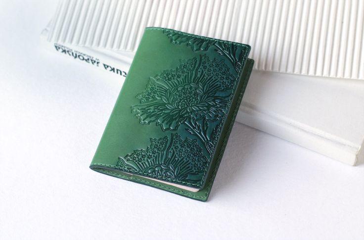 https://www.etsy.com/listing/258351387/green-leather-passport-cover-holder-case https://img1.etsystatic.com/173/3/10786576/il_fullxfull.1147166305_mvzt.jpg