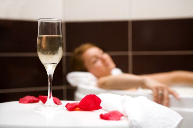 A Fabulous Day out at Nádúr Spa Ballygarry House, Tralee, Co.Kerry where you will be treated to champagne, strawberries, tips, tricks & treatments from the experts at Aromatherapy Associates 🍓