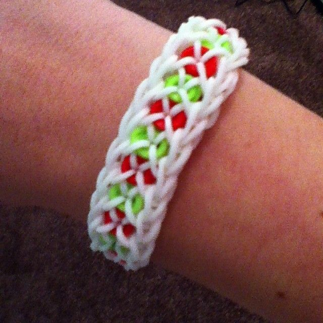 Other colors too...  Christmas confetti criss-cross  #rainbowloom #christmasiscoming #Padgram