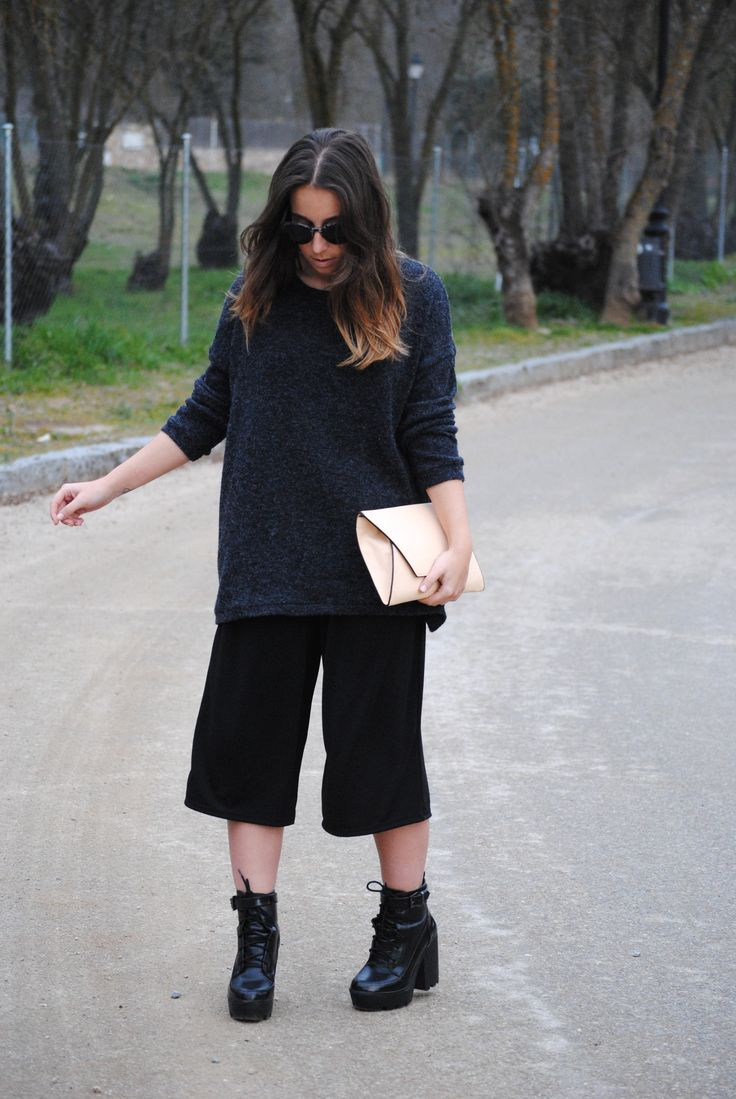 Dark fall outfit. Black culottes and oversized sweater. Trendencies