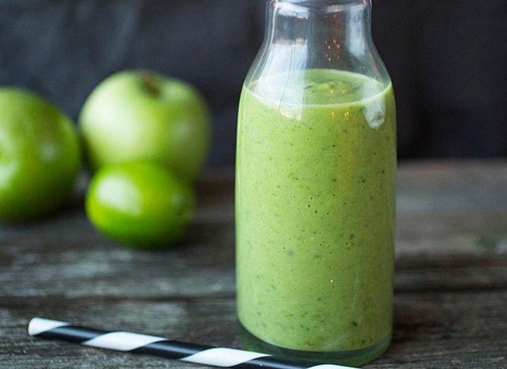 Grønt og skjønt! Grønnkål, spinat, eple, ingefær og lime forenes her til en superfrisk smoothie. Se på mengden som et utgangspunkt og smak deg frem etter egne preferanser.