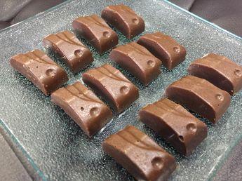 Le gianduja est un chocolat spécial que l'on peut trouver en boutique mais qui coûte malheureusement trop cher. La réalisation est très très simple mais il est vrai qu'il faut avoir du temps devant...