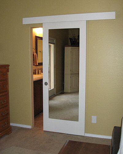 Puerta colgante paralela con espejo.... Yo personalmente pintaria la cenefa del color de la pared y pondria una moldura al rededordel espejo para realzar el diseño ;)