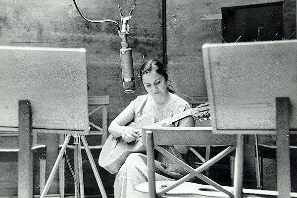 Usach celebra centenario de Violeta Parra con conciertos, ciclo de cine y exposición   El Desconcierto