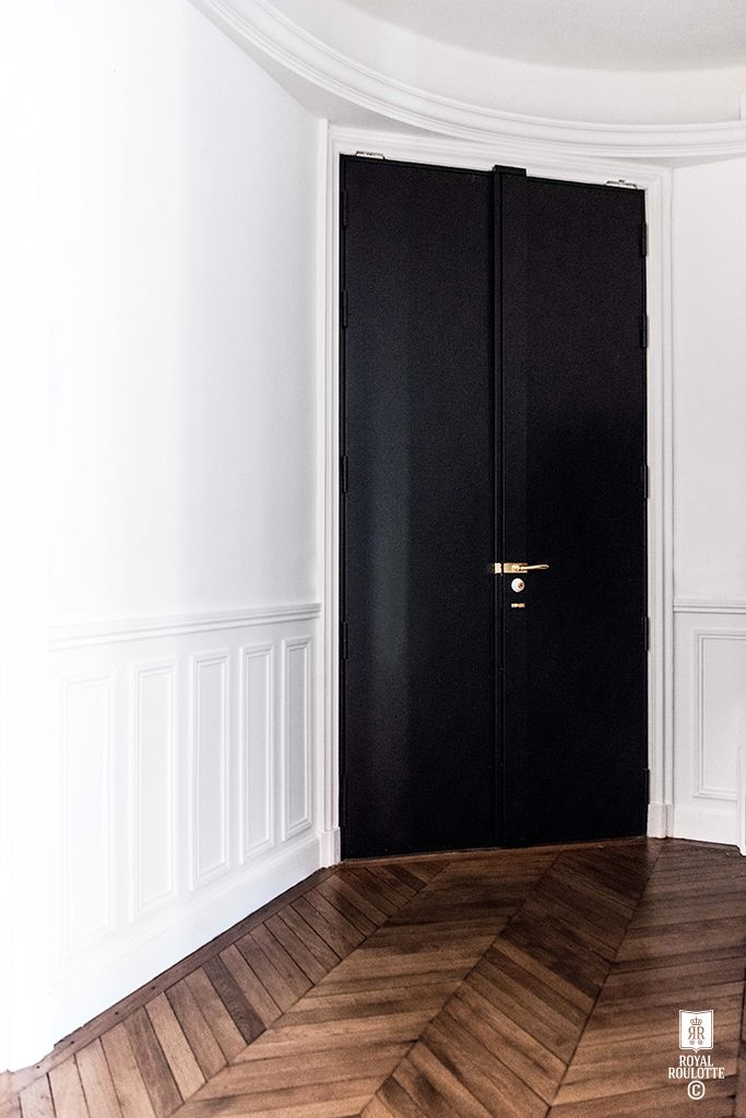 ROYAL ROULOTTE -★- RENOVATION DECORATION PARIS XVI - 200 M2 - entryway black door