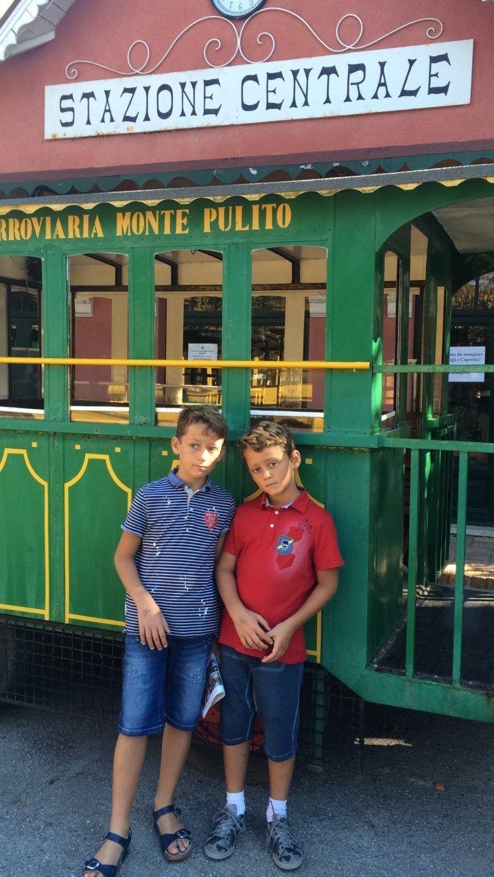 La città della domenica in Umbria è un parco divertimenti antico ma molto bello: http://www.blogfamily.it/27024_umbria-bambini-la-citta-della-domenica/