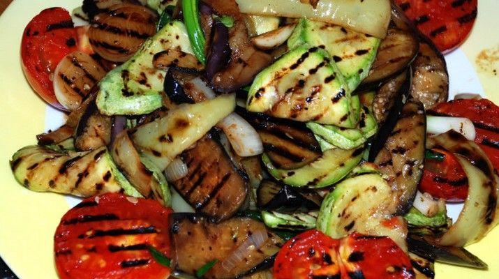 Овощи безумно полезны, чем больше их разнообразие, тем больше и польза. Предлагаю приготовить овощи гриль в маринаде. Это простое, но безумно вкусное блюдо