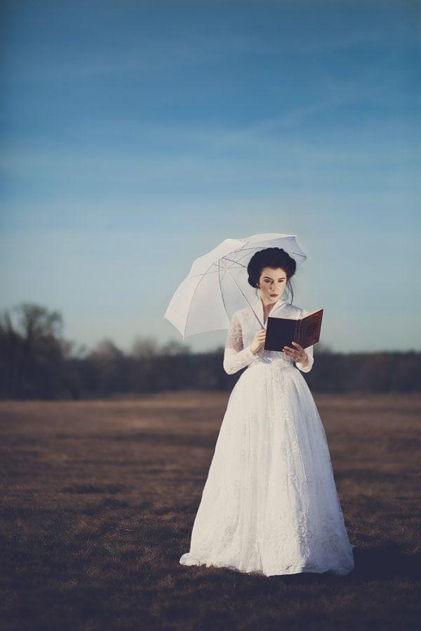 picnic at hanging rock, white dress