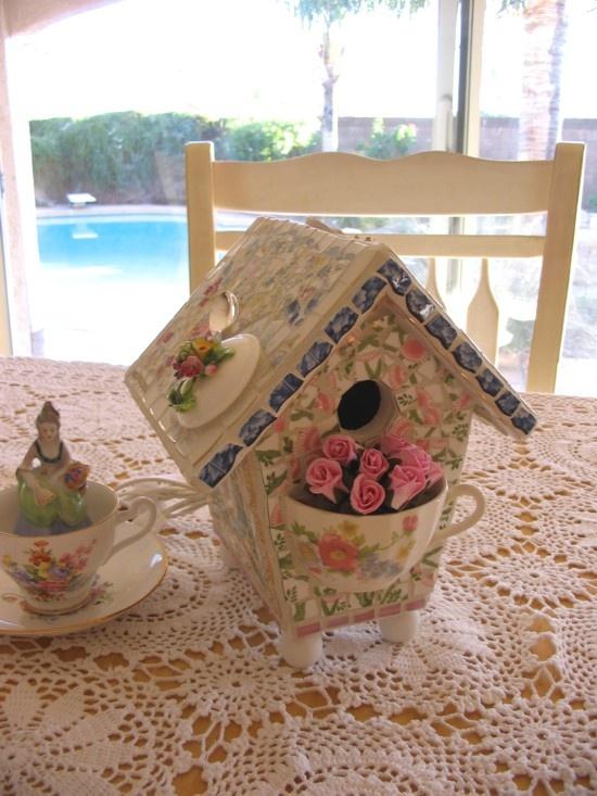 Gorgeous mosaic birdhouse
