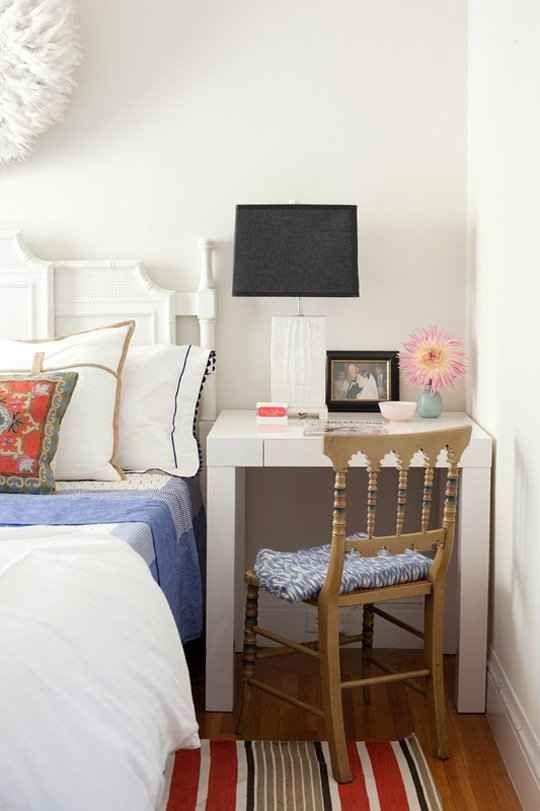 Magnificent 25 Best Bedside Desk Ideas On Pinterest Apartment Bedroom Decor Largest Home Design Picture Inspirations Pitcheantrous