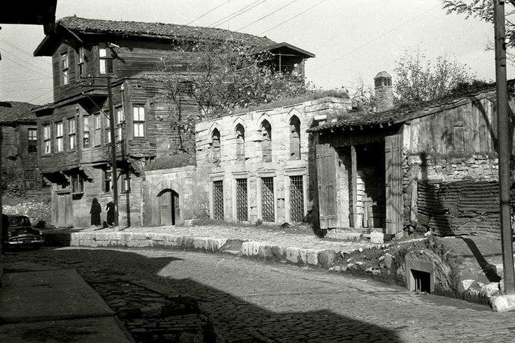 Bilinmeyen Fotoğrafçı tarafından 1960 yılında Eyüp Kalenderhane Caddesi görünümünden, İstanbul