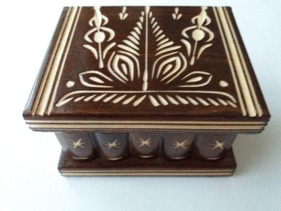 Neue süße handgemachte braune geheime magische Holzpuzzle Schmuck Ring Halter Box Geschenk