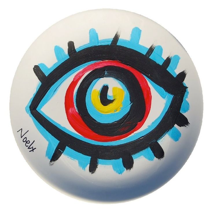from Noel Fielding's plate collection     http://www.hooliganartdealer.com/hooliganartdealer/Noels_Plates_files/Media/8%20Signed/8%20Signed.jpg?disposition=download