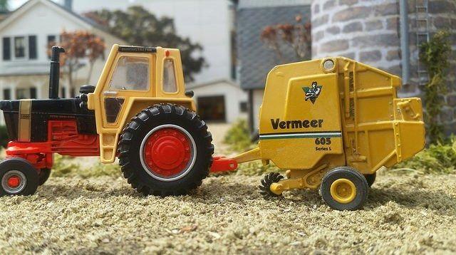 1/64 Vermeer 605 Round Baler