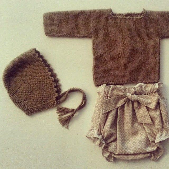 Jersey capota y pololo (Pololo Geométrico disponible en la #tiendaonline de nuestra web www.mamamadejas.com) #ropabebe #bebe #niños #babyclothes #babyknitting #kids #handmade