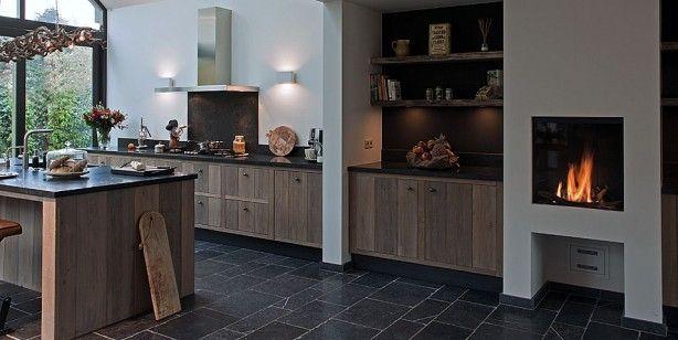 Keuken van Tinello met open haard. Prachtig!