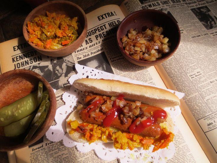 Hot-Dogs Vegan et leur Garnitures (Achards) / Vegan Hot Dogs / Hot-Dogs Con Salchichas Vegan y Achards de Verduras Como Condimento