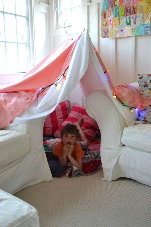 Easy Living Room Forts #summertimefun #summerfun #summerkids
