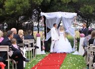 LAVANDOU WEDDING & EVENTS VENUE | French provincial ambiance assuring a tranquil and intimate function. Enjoy the long green grassy pastures, rest under shadowy trees and saunter along lavender paths. Friendly and helpful staff will assist you every step of the way, to create the perfect event.