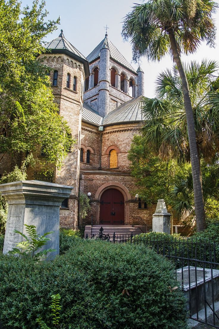 Circular Church in Downtown Charleston, South Carolina - this church has one of the oldest graveyards in the state