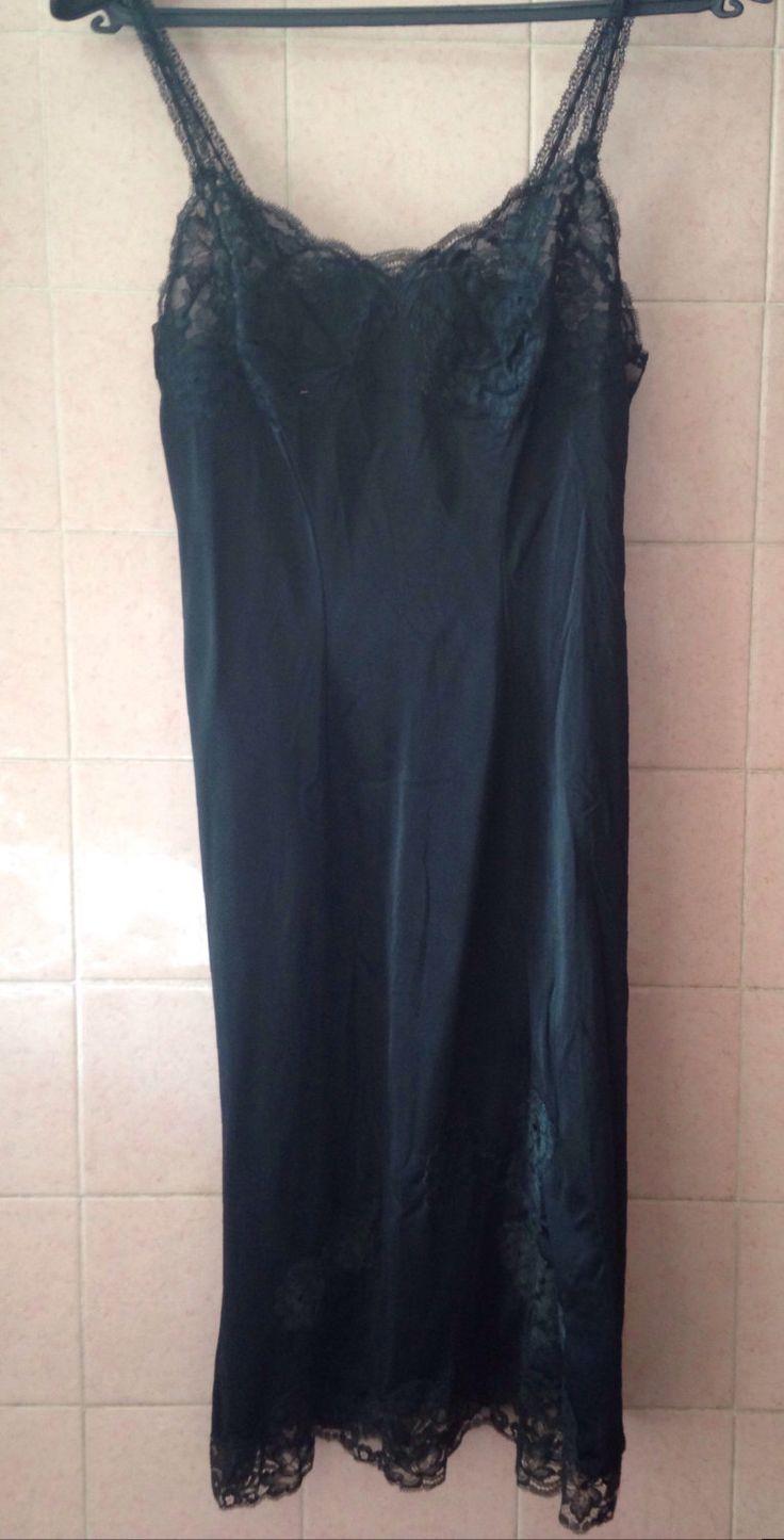Combinaison vintage https://www.etsy.com/fr/listing/285391651/combinaison-fond-de-robe-noire-vintage