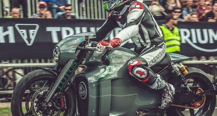 Lotus C-01 gewinnt gegen Kawasaki-Überbike beim Glemseck 101 | Classic Driver Magazine