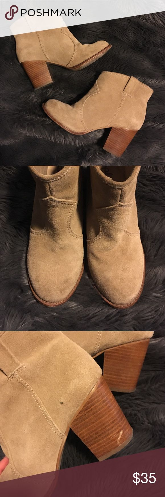 Booties Great leather booties! In fair condition tons of life left in them without having to break them in much! Inspect all photos carefully ❤️ Splendid Shoes Ankle Boots & Booties