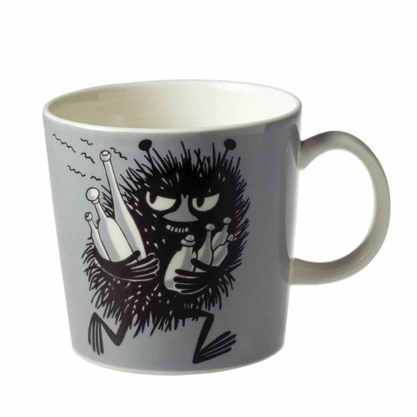 This grey Moomin mug by Arabia from 2001 features Stinky running with bottles he has just swiped. It's beautifully illustrated by Arabia artist Tove Slotte-Elevant and the illustration can be seen in the fourth original Moomin comic book.Complete your collection of Moomin mugs with this this wonderful  and classic piece. Also see the other parts of the ceramic Stinky series.