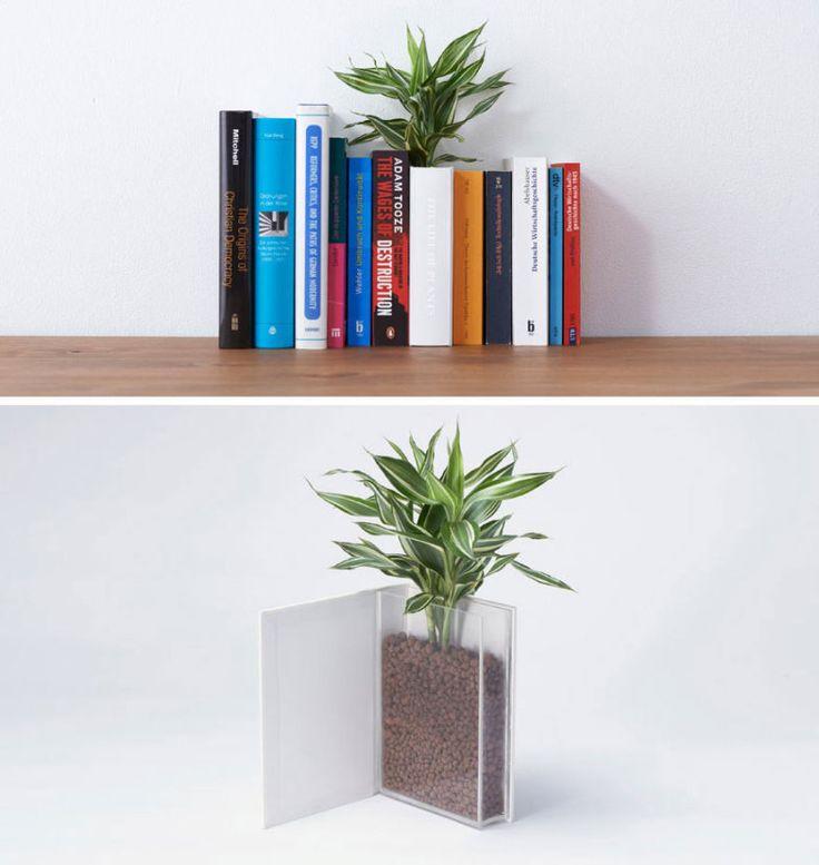 Livro-vaso: para alegrar e dar vida a sua prateleira, este vaso acomoda direitinho uma planta e se esconde dentro de um livro. Da YOY Idea.