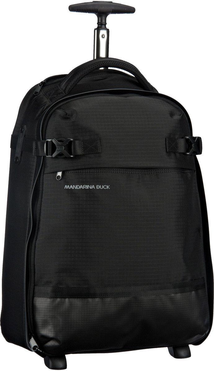 Rebellisch auf Reisen mit dem multifunktionalen Rucksack-Trolley von Mandarina Duck. Als Bordgepäck geeignet. Mit Fach für Tablets bis 18x24x1,5 cm. Maße: 40x50x15 cm.