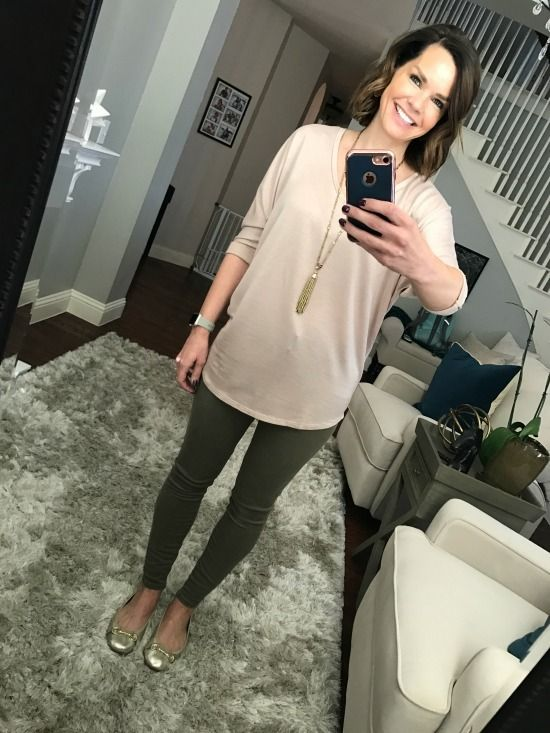 Outfits for stay at home moms.  Blush top and olive jeans plus gold ballet flats.  SAHMonday:  Blush Tunic and Olive Pants http://getyourprettyon.com/sahmonday-blush-tunic-olive-pants/?utm_campaign=coschedule&utm_source=pinterest&utm_medium=Alison%20Lumbatis%20%7C%20Get%20Your%20Pretty%20On&utm_content=SAHMonday%3A%20%20Blush%20Tunic%20and%20Olive%20Pants