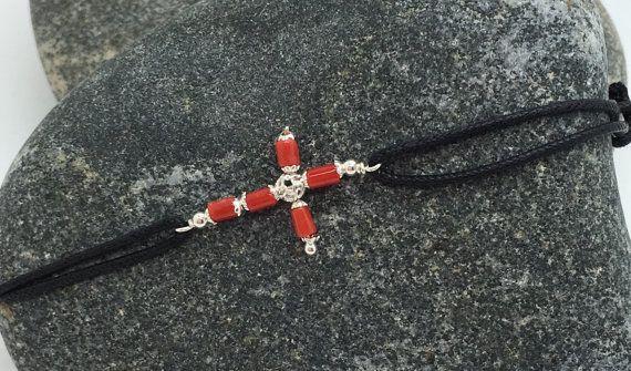Bracelet croix en corail rouge sur cordon par CORAILcorsica sur Etsy