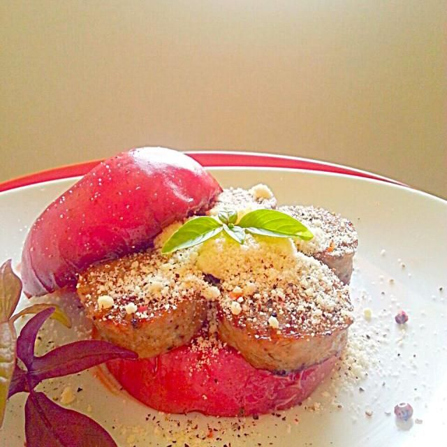 SDにはハロウインお化けのリンゴみたいに投稿した リンゴサルシッチャを更に 時短でお手軽に作れるレシピを考えました 焼きリンゴの基本は中川シェフ直伝の リンゴマリネを活用させていただきました 甘くてとろける焼きリンゴに 塩気とスパイスのきいたこれまた簡単にできる サルシッチャ パルミジャーノでさらに塩気とコクをプラスして これからのパーティシーズンを 華やかに盛り上げてくれる まーぶる渾身の一品です - 100件のもぐもぐ - 超時短な焼きリンゴのサルシッチャ by marbure