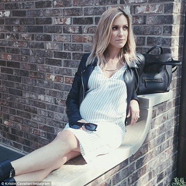 Kristin Cavallari.. Style Stalker dress, with Celine tote.. #chicbump #stylethebump