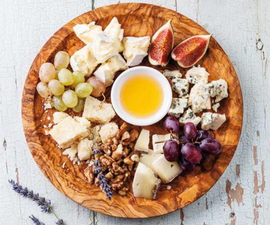 10 χρυσοί κανόνες για να φτιάξετε ένα καλό πλατό τυριών! Με τo κατάλληλο κρασί, αποτελεί ένα εύκολο και γευστικό κέρασμα για μια βραδιά με φίλους http://www.athinorama.gr/umami/food/articles/carrefour.aspx?id=2502139