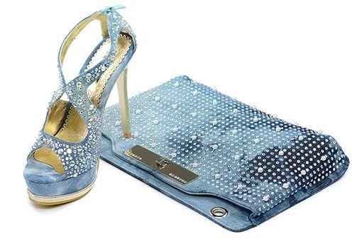 Calzaveste offre un'ampia scelta di calzature e accessori donna e uomo. Ottima qualità, stile e moda a prezzi accessibili. Scopri il nostro shop online! www.calzaveste.it
