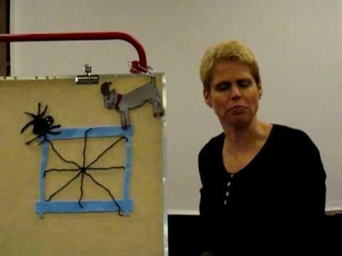 Video van De spin die het te druk had (Eric Carle) op het flanelbord.