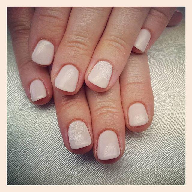 Gelpolish on natural nails with lace details #kynsistudiozenails #helsinki #finland #gelpolish #geelilakka #geelilakkaus #artisticnails #artisticcolourgloss #artisicnaildesign #instanails #nailswag #naturalnails #manicure #manikyyri #manikyr #gellack #naglar #nailsofinstagram #nudenails #lacenails #weddingnails