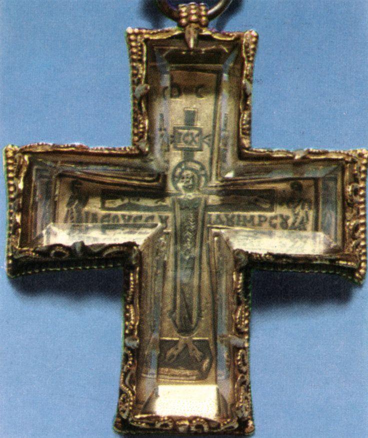 Croce di Teodolinda in cristallo di rocca. Teodolind's cross in crstal.