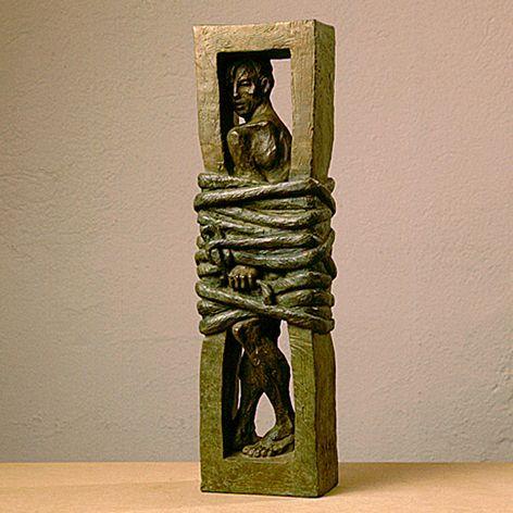 A les teves mans, escultura de Mercè Riba In your hands, sculpture by Mercè Riba