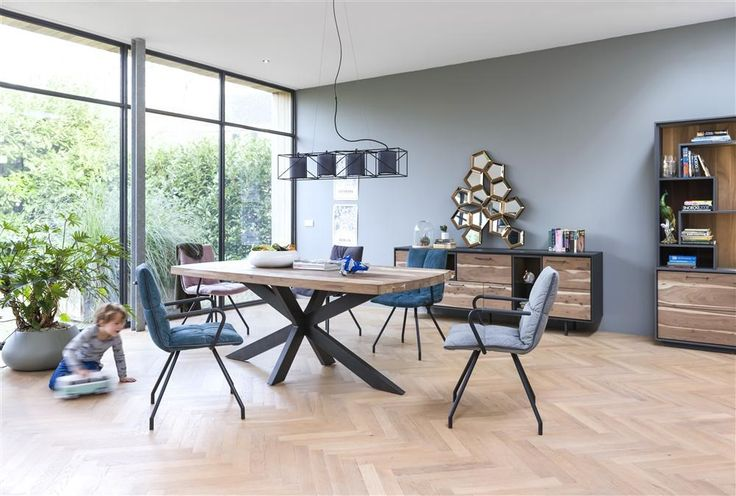 Perigu table with his design X frame and his friends Farrel. Perfect eyecatchers!