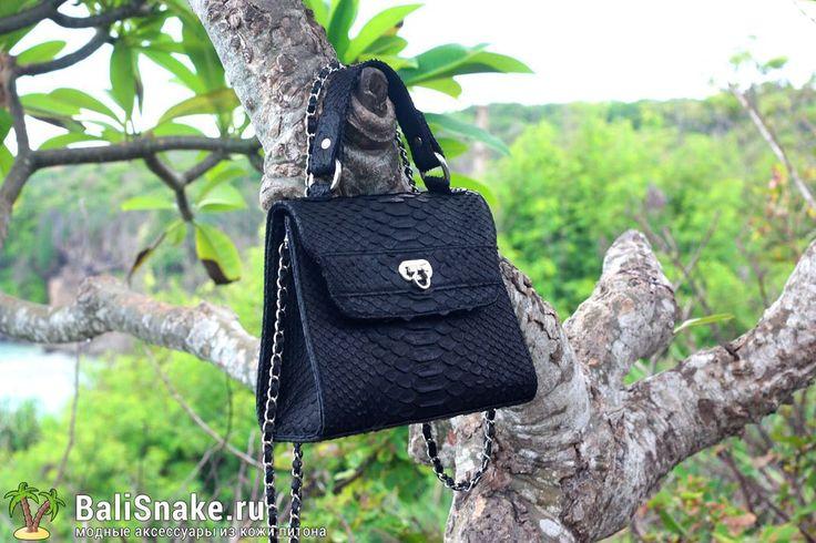 Изящная сумочка из натуральной кожи питона от BaliSnake.ru.  Размеры: 21 x 16 x 7 см.  Цена: 4'800 рублей.  📲 По всем вопросам заказа и доставки пишите в WhatsApp/ Viber/ SmS +79036678272 Виктория. 🎀Доставка напрямую с острова Бали по всему миру, в любые города и страны в течение 7-10 дней, курьером до двери✈📦🏩 #мода #модно #куртка #жилетка #ручнаяработа #сумкиоптом #москва #handmade #сумки #питон #сумкаизпитона #сумкапитон #лето #balisnake #python #стильно #сумка #кожа #скидки…