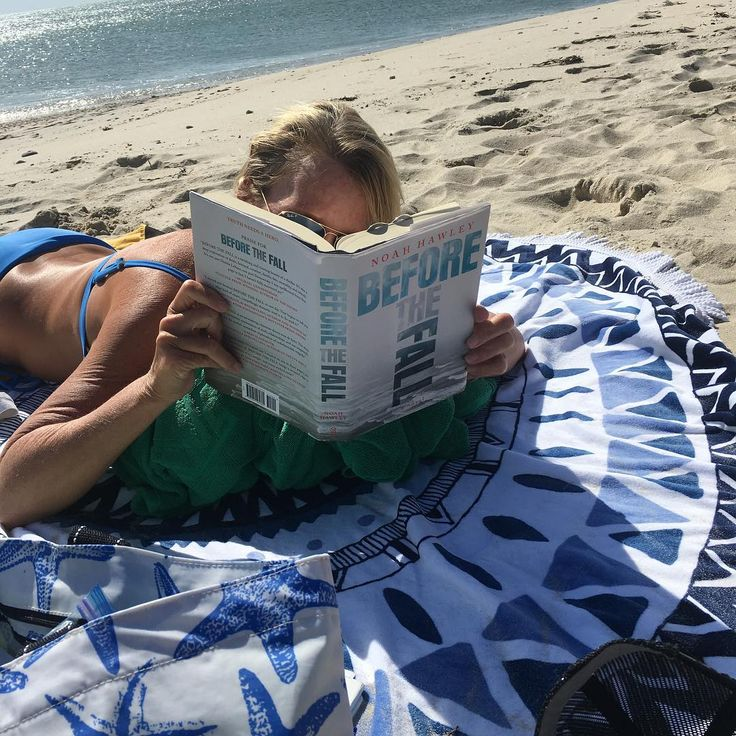 I love a good summer read...maybe you do as well??? Noah Hawley's BEFORE THE FALL is insanely good. #septemberisstillsummer